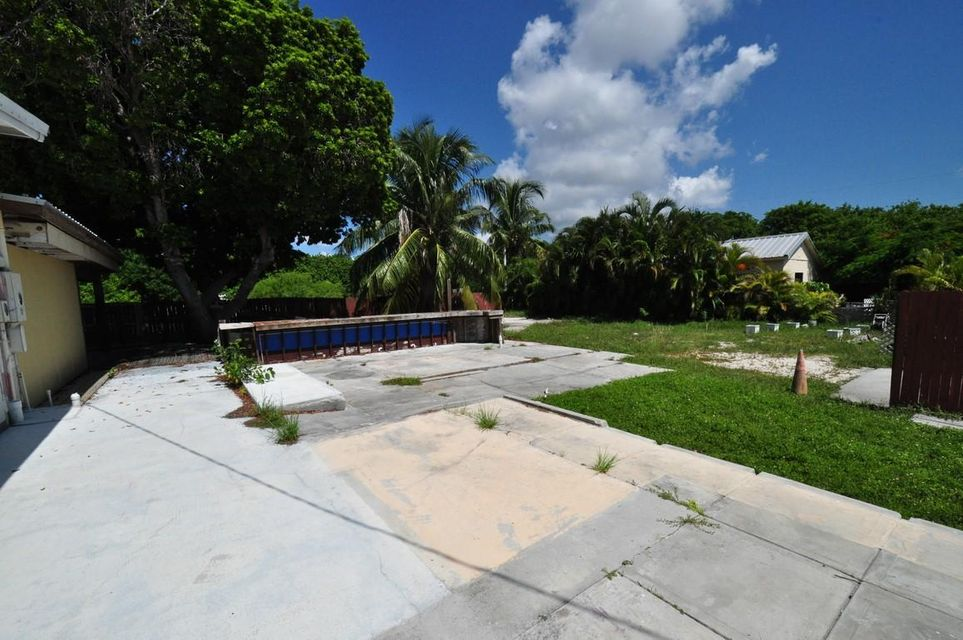 Additional photo for property listing at 31095 Avenue A  Big Pine Key, 플로리다 33043 미국