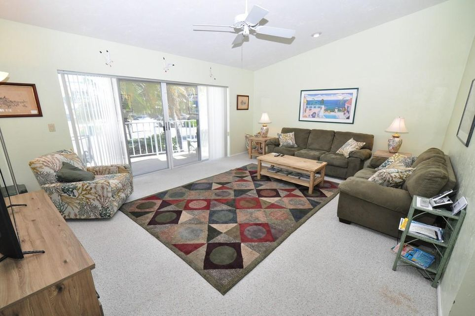 Additional photo for property listing at 330 E Ocean Drive  Key Colony, Florida 33051 États-Unis