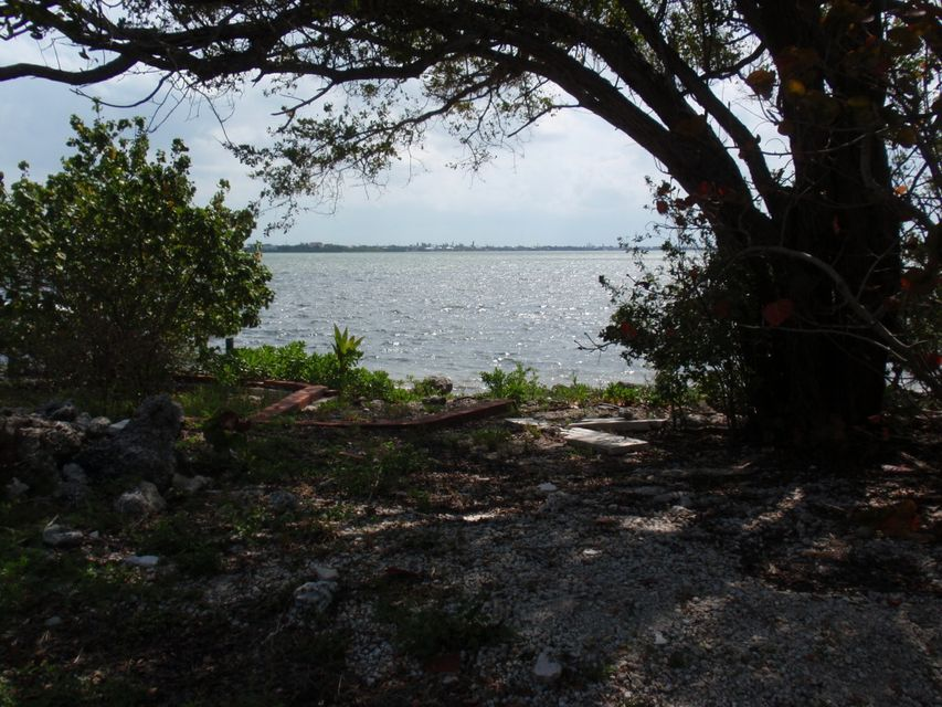 Additional photo for property listing at 377 Sawyer Drive  Summerland Key, Florida 33042 United States