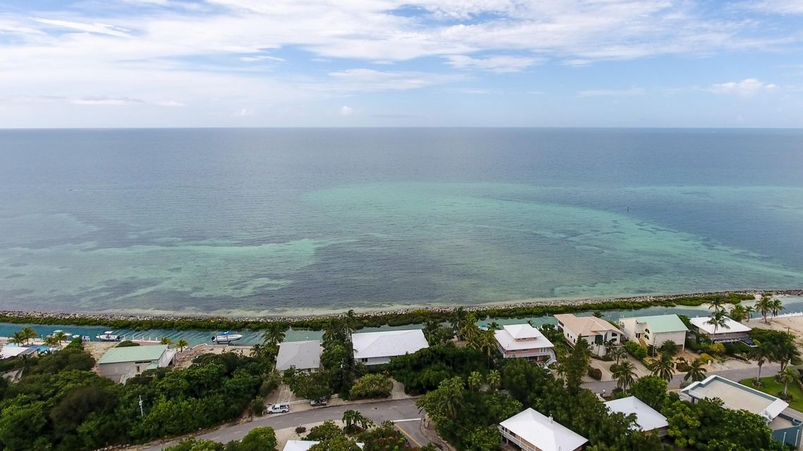 Additional photo for property listing at 215 W Seaview Drive  Marathon, Florida 33050 Usa