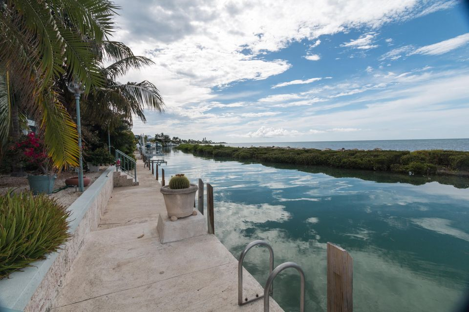 Additional photo for property listing at 215 W Seaview Drive  Marathon, Florida 33050 États-Unis