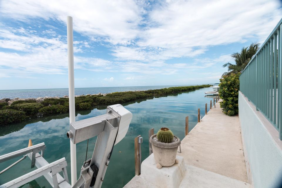 Additional photo for property listing at 215 W Seaview Drive  Marathon, Florida 33050 Stati Uniti