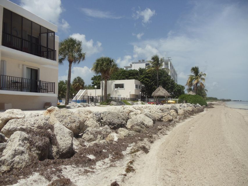 Additional photo for property listing at 133 Coco Plum Drive  Marathon, Florida 33050 États-Unis