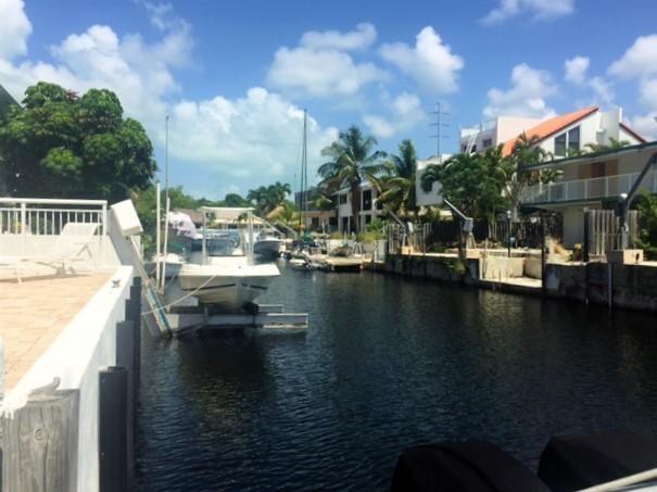 Moradia para Arrendamento às 135 S COCO PLUM Road Key Largo, Florida 33037 Estados Unidos