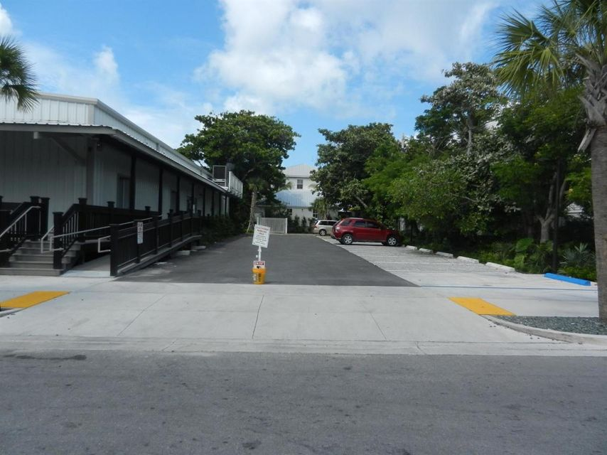 Additional photo for property listing at 725 Caroline Street  Key West, Florida 33040 Stati Uniti