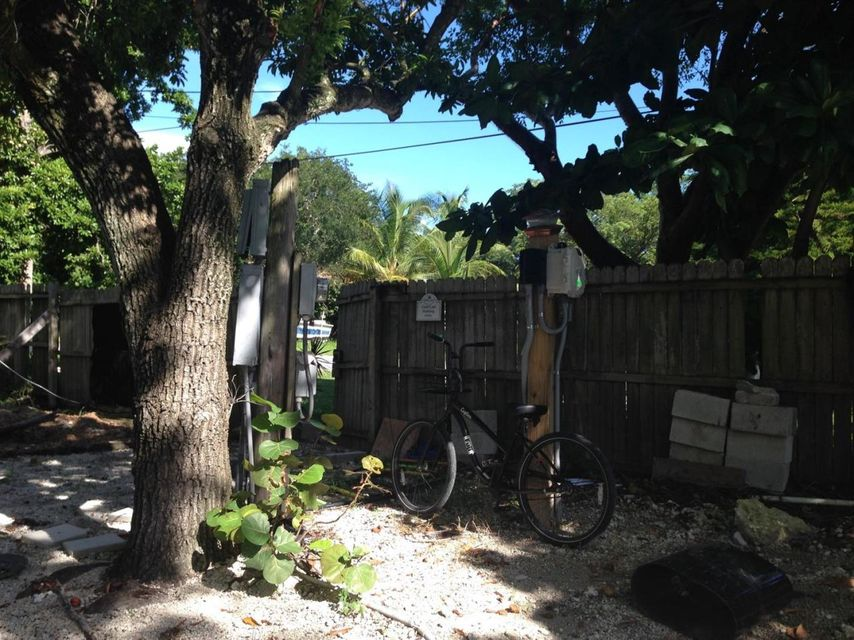 Additional photo for property listing at 20151 Kings Row  Summerland Key, Florida 33042 Estados Unidos