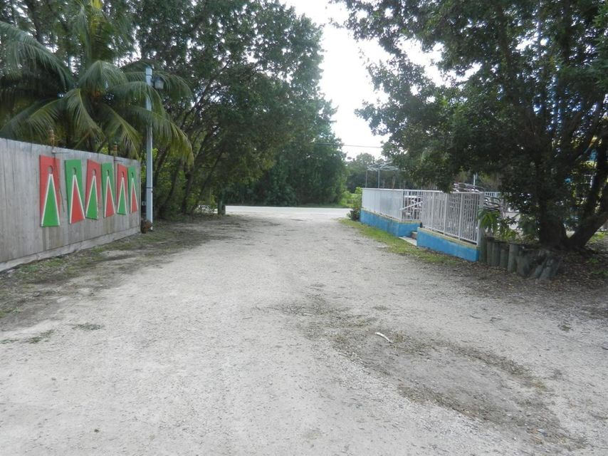 Additional photo for property listing at 31251 Avenue A  Big Pine Key, Florida 33043 Estados Unidos