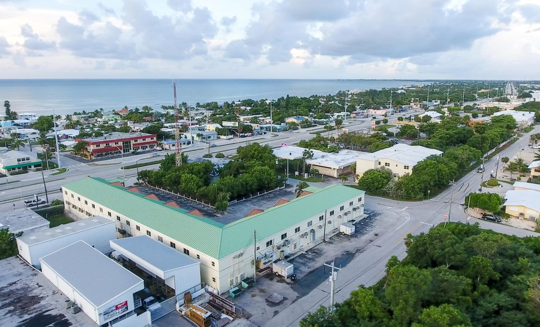 Commercial pour l Vente à 11400 Overseas Highway 11400 Overseas Highway Marathon, Florida 33050 États-Unis