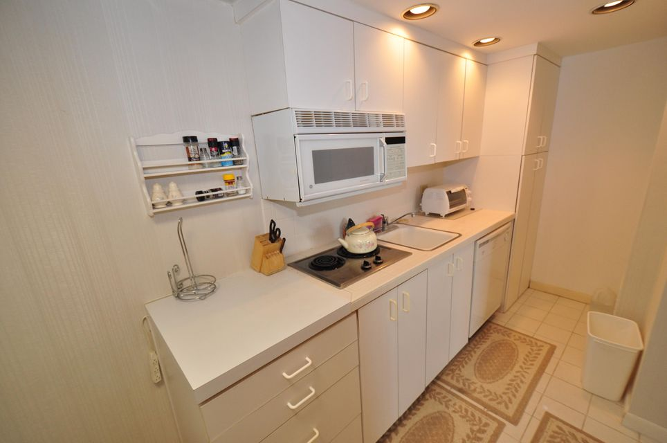 Additional photo for property listing at 2000 Coco Plum Drive  Marathon, 플로리다 33050 미국