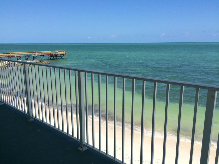 Additional photo for property listing at 201 E Ocean Drive 201 E Ocean Drive Key Colony, Florida 33051 Hoa Kỳ