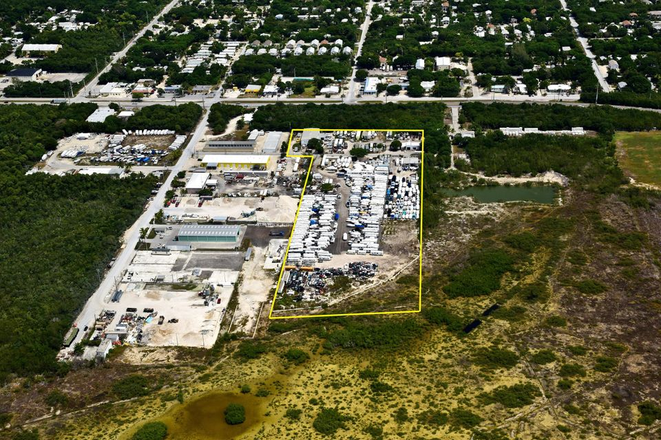 Commercial pour l Vente à 75 Industrial Road Big Pine Key, Florida 33043 États-Unis