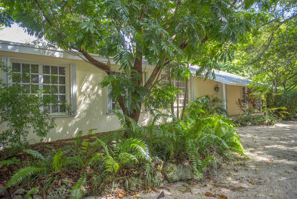 Additional photo for property listing at 8201 SW 58th Street  Other Areas, Florida 00000 Estados Unidos
