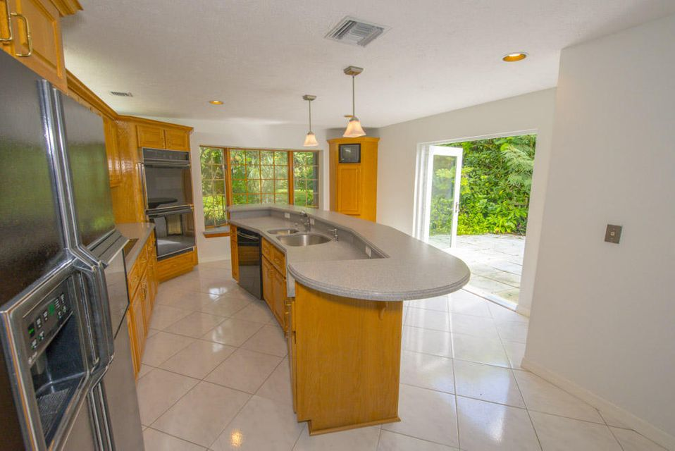 Additional photo for property listing at 8201 SW 58th Street  Other Areas, Florida 00000 Stati Uniti