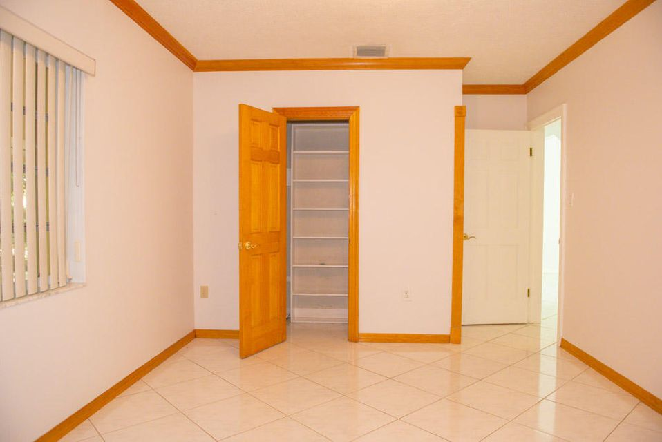 Additional photo for property listing at 8201 SW 58th Street  Other Areas, 佛羅里達州 00000 美國