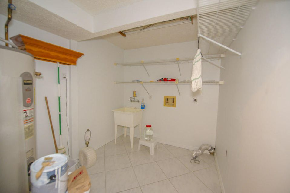 Additional photo for property listing at 8201 SW 58th Street  Other Areas, 플로리다 00000 미국