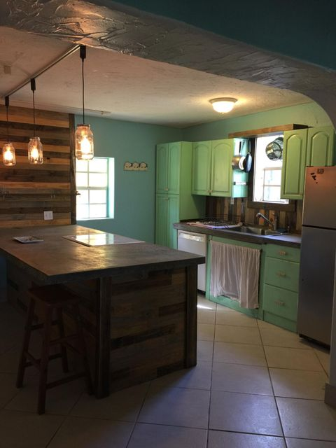 Additional photo for property listing at 30423 Oleander Boulevard  Big Pine Key, Florida 33043 Verenigde Staten