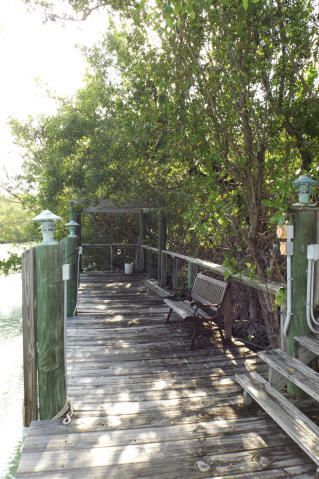 Additional photo for property listing at 2000 Manor Lane  Marathon, Florida 33050 États-Unis
