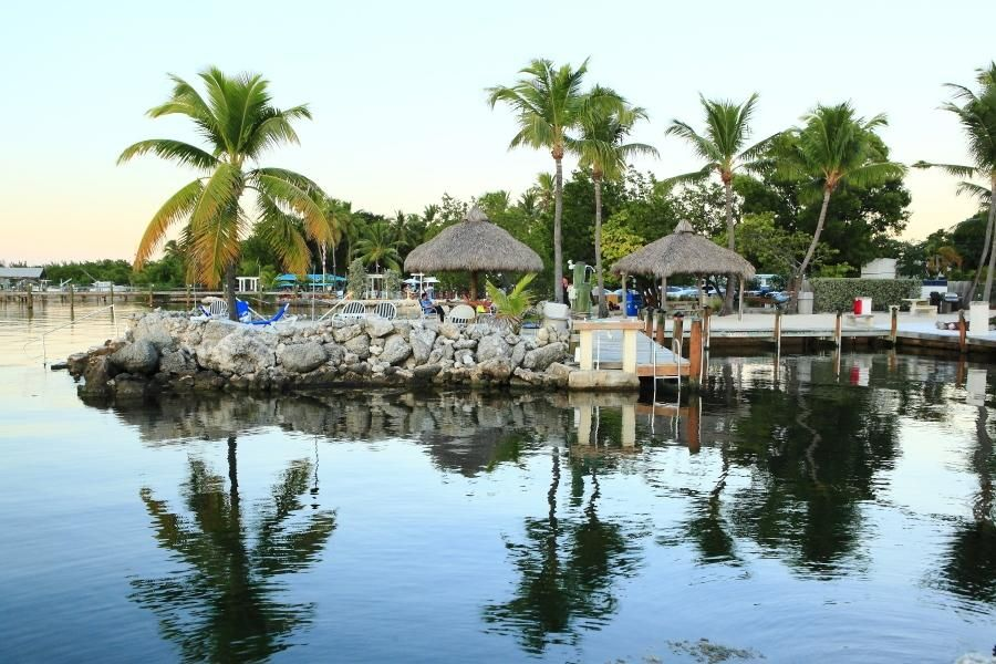 Commercial pour l Vente à 87770 Overseas Highway 87770 Overseas Highway Islamorada, Florida 33036 États-Unis