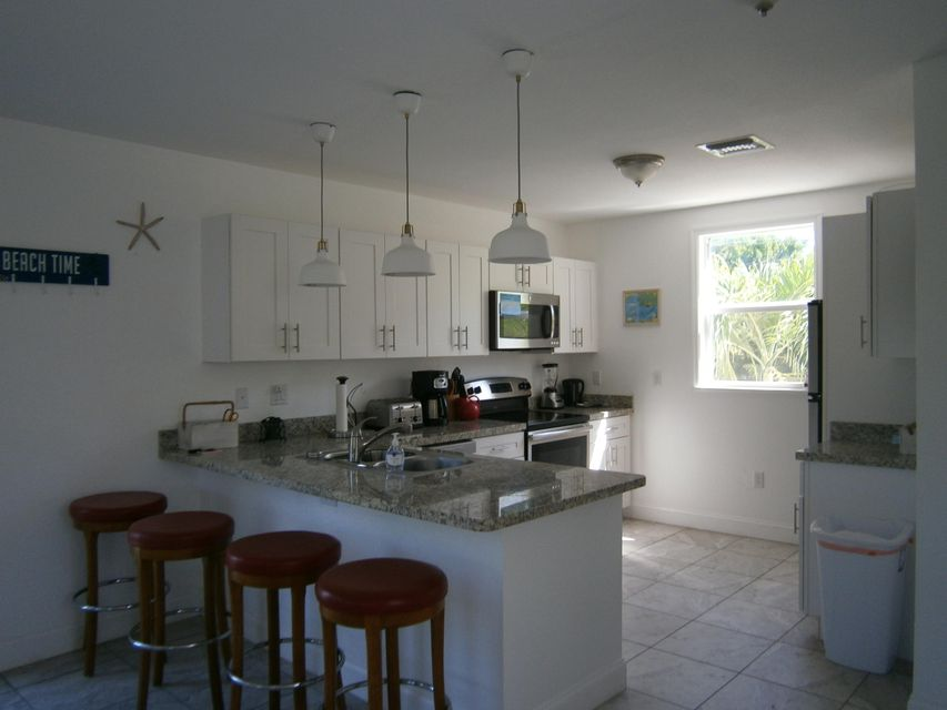 Additional photo for property listing at 19 Harbor Drive  Key Largo, Florida 33037 Stati Uniti