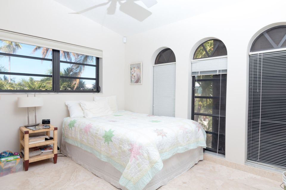 Additional photo for property listing at 224 W Seaview Circle  Marathon, Florida 33050 Verenigde Staten