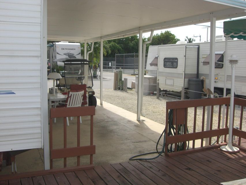 Additional photo for property listing at 325 Calusa Street  Key Largo, Florida 33037 États-Unis