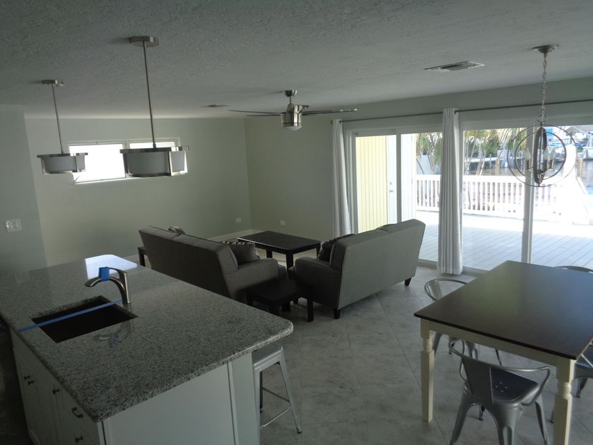 Additional photo for property listing at 8188 Aviation Boulevard  Marathon, Florida 33050 États-Unis