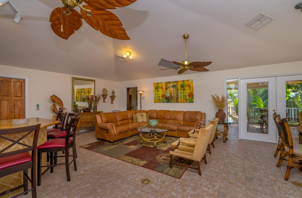 Additional photo for property listing at 926 W 75Th Street  Marathon, Florida 33050 États-Unis