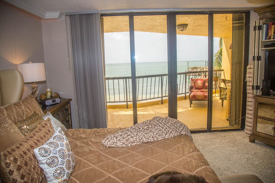 Additional photo for property listing at 101 E Ocean Drive 101 E Ocean Drive Key Colony, Florida 33051 Hoa Kỳ