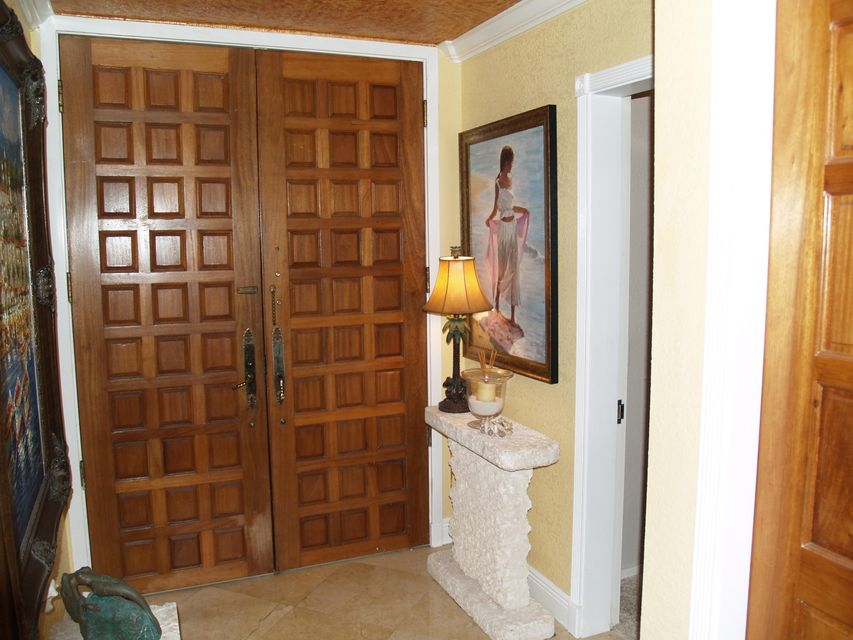 Additional photo for property listing at 101 E Ocean Drive 101 E Ocean Drive Key Colony, Florida 33051 États-Unis