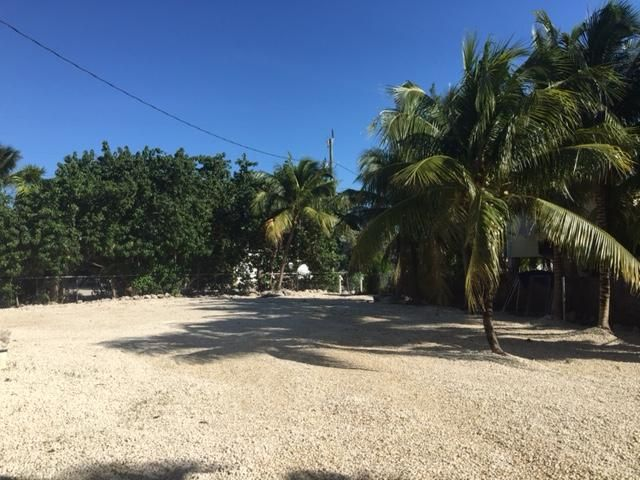 Additional photo for property listing at 942 E 75TH STREET OCEAN  Marathon, Florida 33050 United States