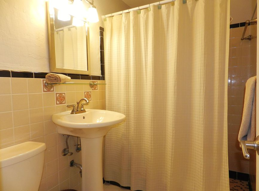 Additional photo for property listing at 104 Ann Bonny Drive  拉哥, 佛罗里达州 33037 美国