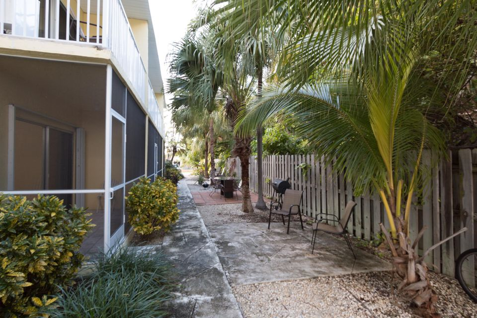 Additional photo for property listing at 109 Avenue D  Marathon, Florida 33050 United States