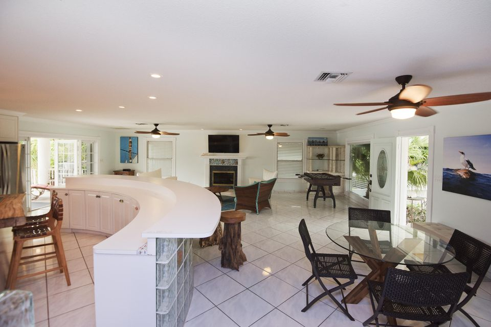 Additional photo for property listing at 19 CYPRESS Avenue  Key Haven, Florida 33040 Stati Uniti