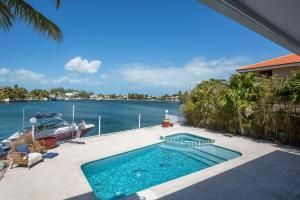 Villa per Vendita alle ore 19 CYPRESS Avenue Key Haven, Florida 33040 Stati Uniti