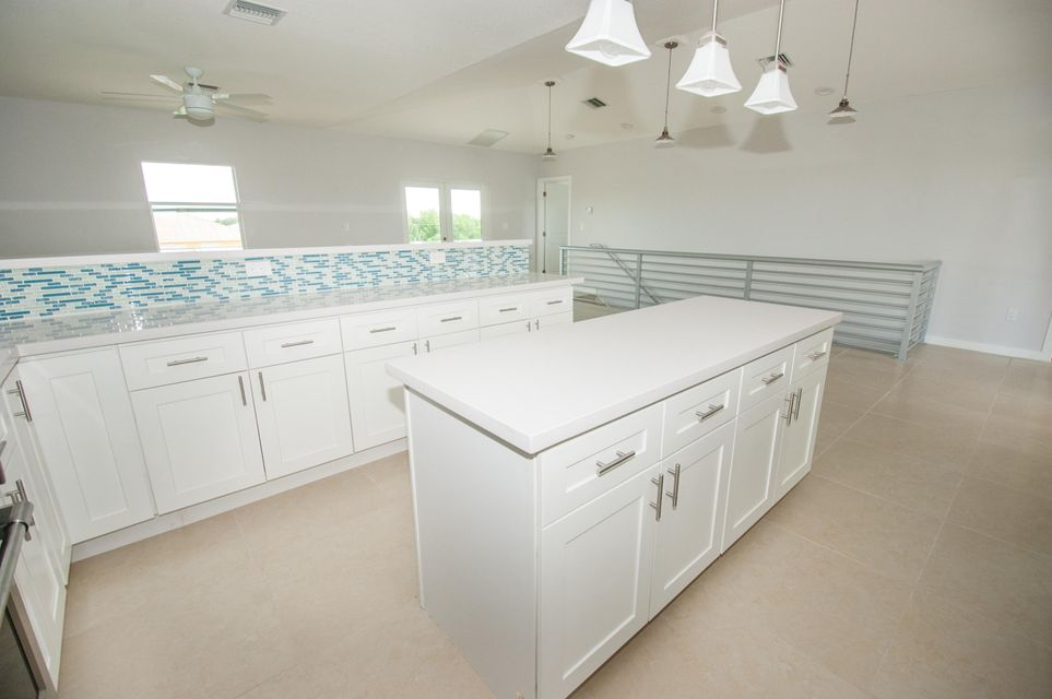 Additional photo for property listing at 1106 Thatch Lane  Cudjoe Key, Florida 33042 Estados Unidos