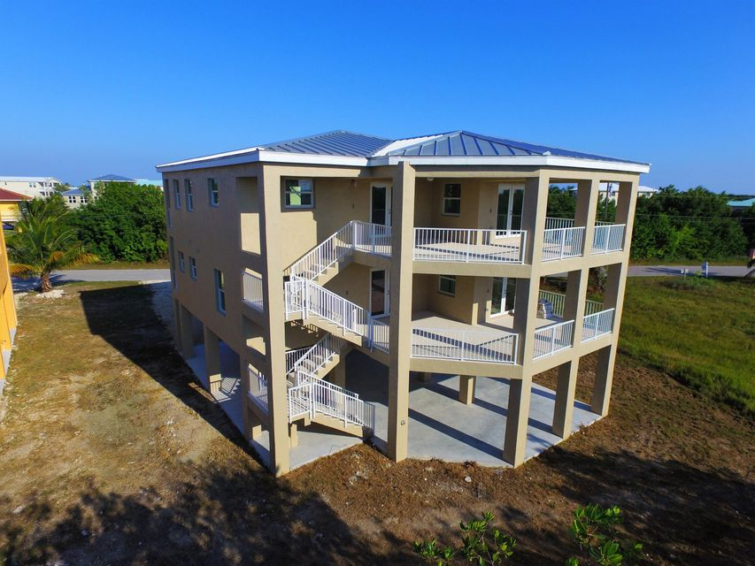 Additional photo for property listing at 1116 Thatch Lane  Cudjoe Key, Florida 33042 États-Unis