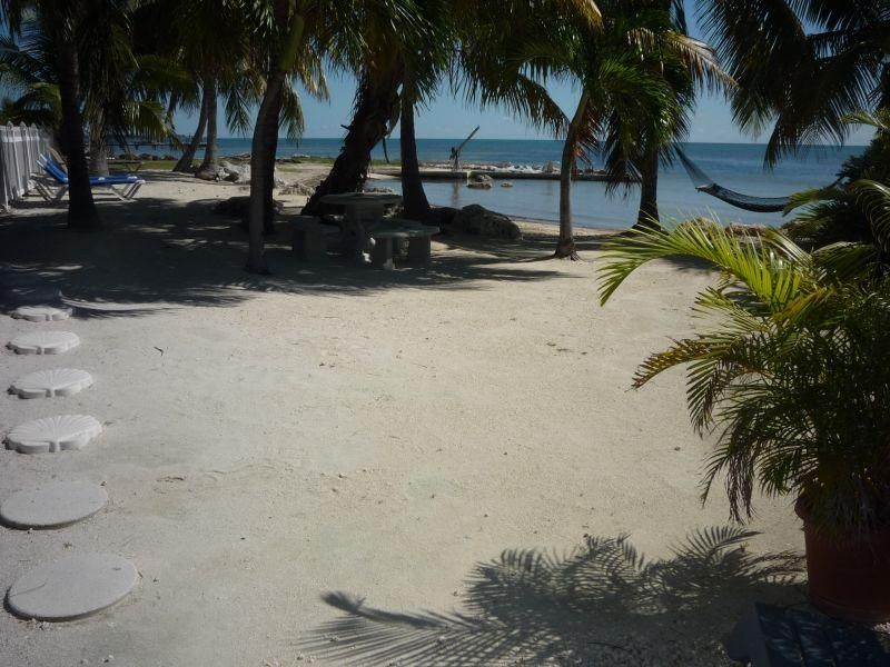Additional photo for property listing at 57622-42 Overseas Highway 57622-42 Overseas Highway Marathon, 佛羅里達州 33050 美國