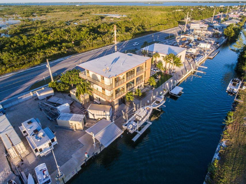 Commercial pour l Vente à 24622 Overseas Highway Summerland Key, Florida 33042 États-Unis