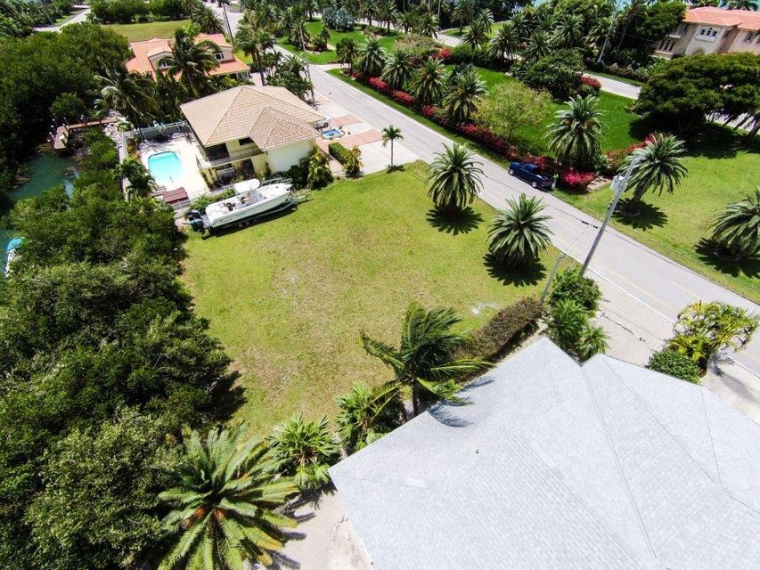 Additional photo for property listing at 230 15th Circle  Key Colony, Florida 33051 Stati Uniti