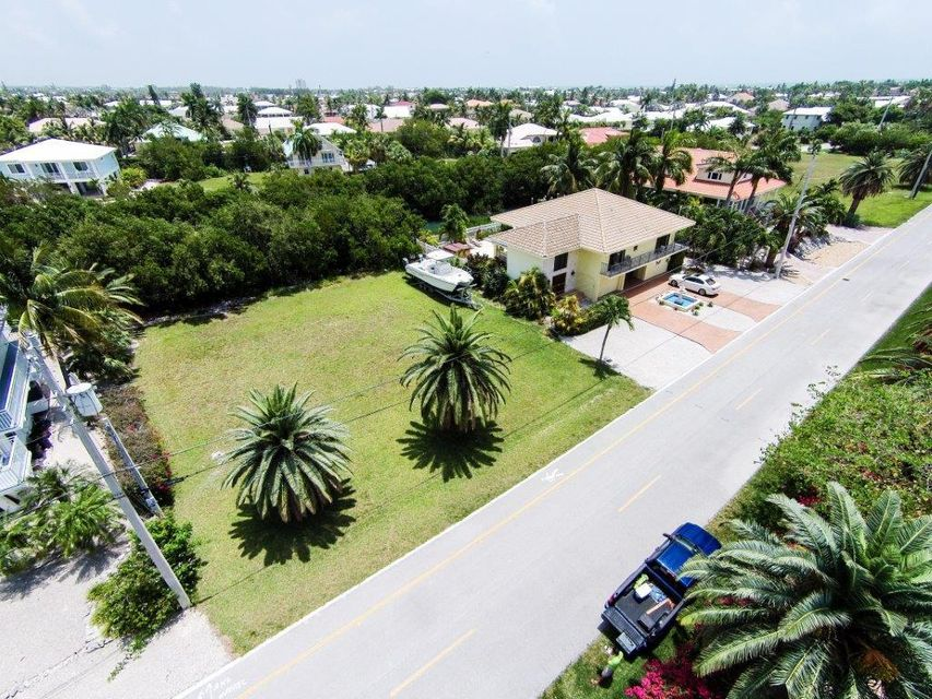 Additional photo for property listing at 230 15th Circle  Key Colony, Florida 33051 Estados Unidos