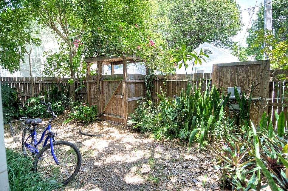 Additional photo for property listing at 904 Terry Lane  Key West, Florida 33040 États-Unis
