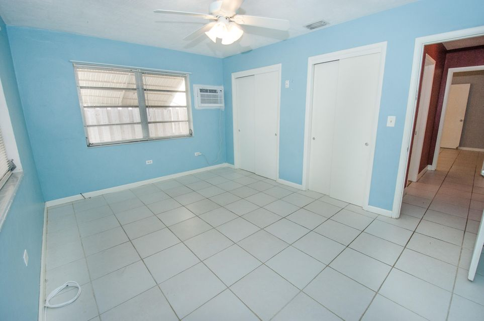 Additional photo for property listing at 240 5Th Street 240 5Th Street Key Colony, Florida 33051 Estados Unidos