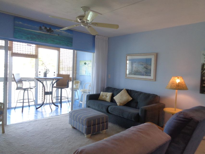 Additional photo for property listing at 303 Sombrero Boulevard  Marathon, Florida 33050 États-Unis