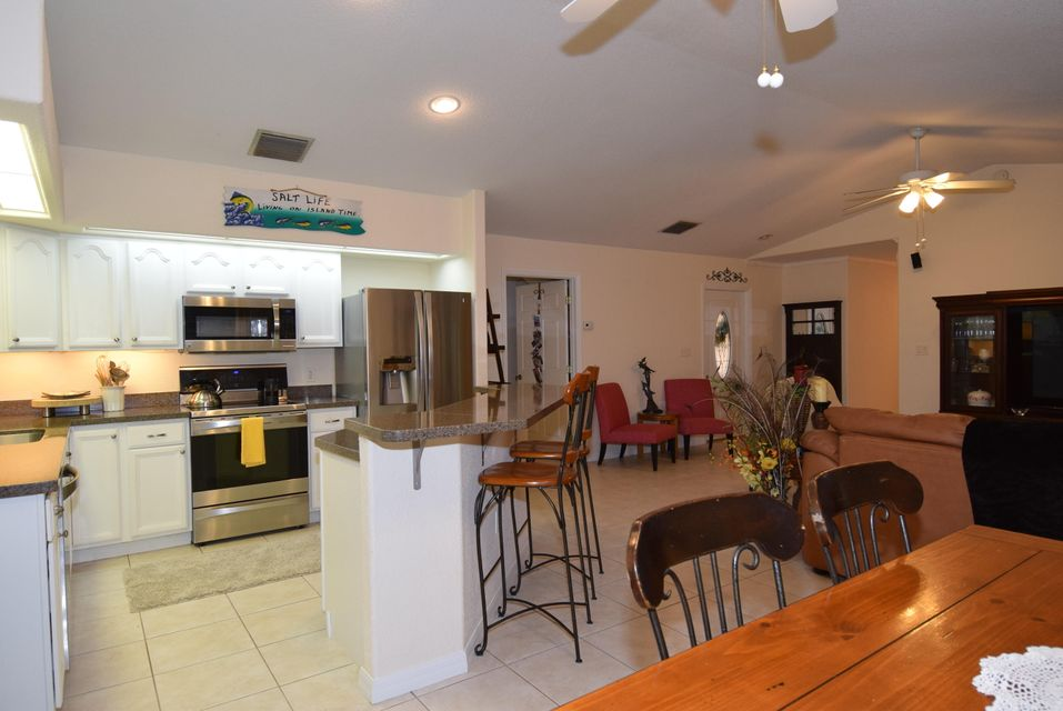Additional photo for property listing at 694 Dolphin Avenue  Key Largo, Florida 33037 Estados Unidos