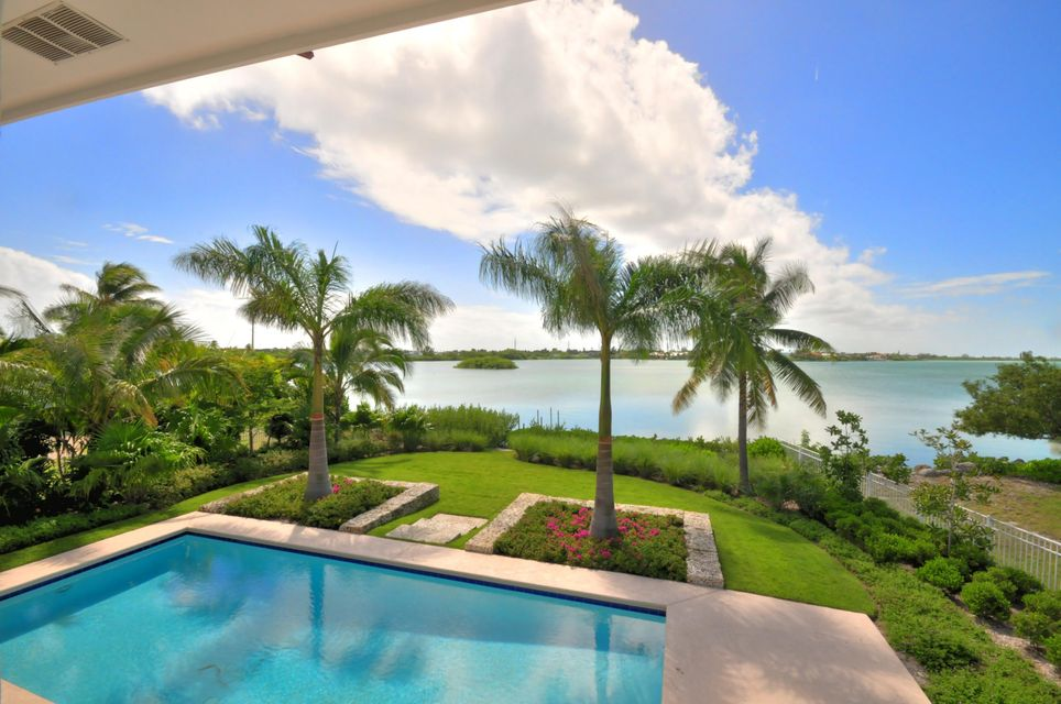 Additional photo for property listing at 8 Cannon Royal Drive 8 Cannon Royal Drive Shark Key, Florida 33040 États-Unis