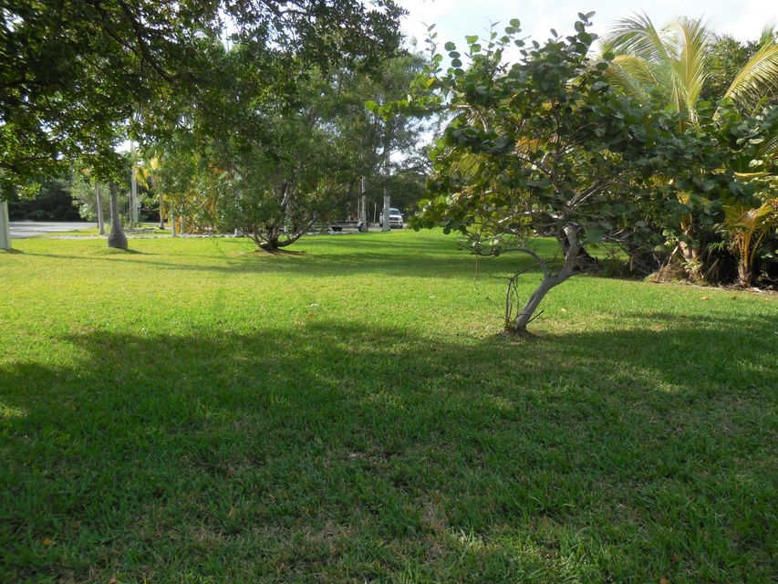 Terreno por un Venta en 30837 Granada Avenue Big Pine Key, Florida 33043 Estados Unidos