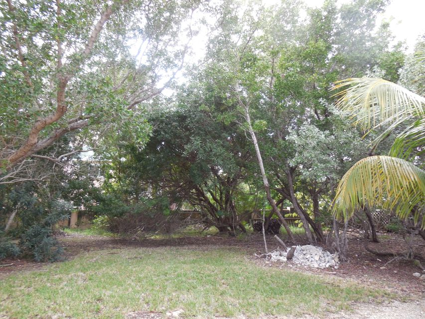 Additional photo for property listing at 30837 Granada Avenue  Big Pine Key, Florida 33043 Estados Unidos