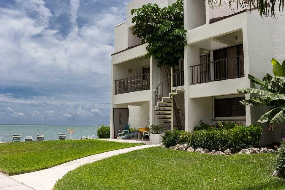Additional photo for property listing at 601 W Ocean Drive 601 W Ocean Drive Key Colony, Florida 33051 Hoa Kỳ
