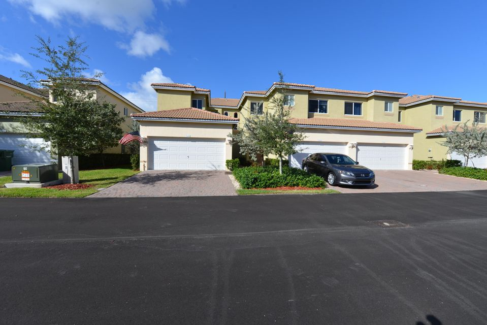 Townhouse for Sale at 2344 SE 16th Terr Homestead Homestead, Florida 33035 United States