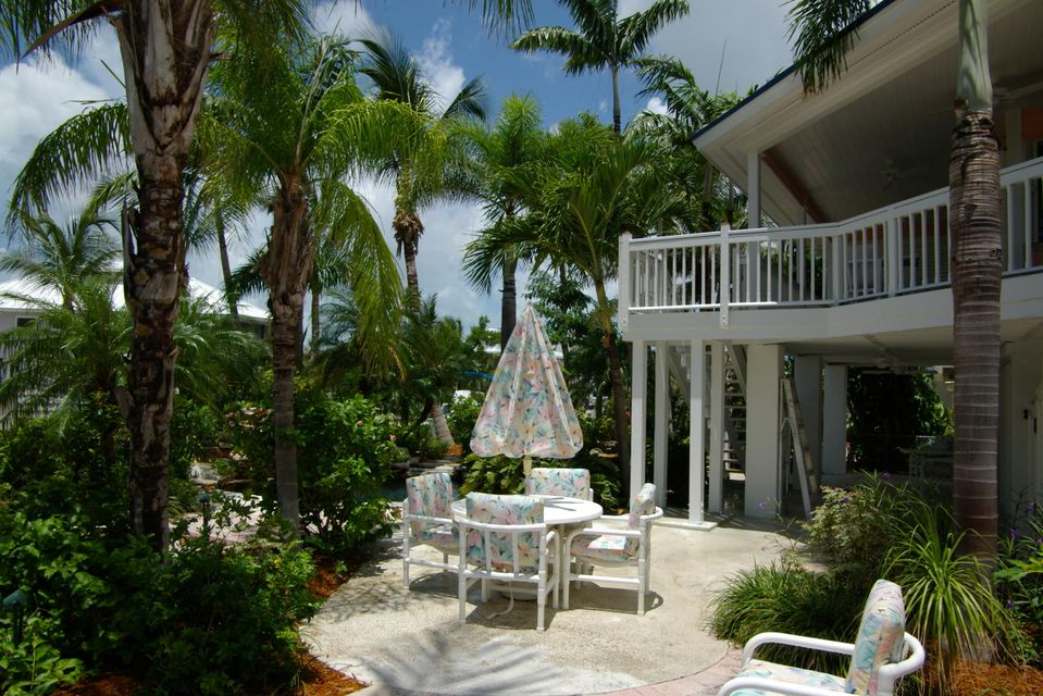 Additional photo for property listing at 1082 E CARIBBEAN Drive 1082 E CARIBBEAN Drive Summerland Key, Флорида 33042 Соединенные Штаты